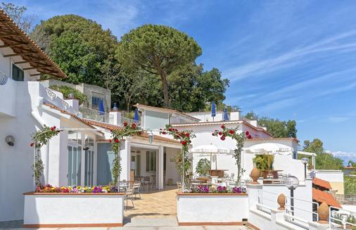 Hotel Villa D'Orta - Casamicciola Terme - Building