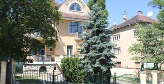 Villa Hotel Kristal - Budapest - Building