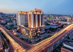 Ramada by Wyndham Ulaanbaatar Citycenter - Ulán Bator - Edificio