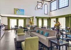 Comfort Inn & Suites Beachfront - Galveston - Lobby