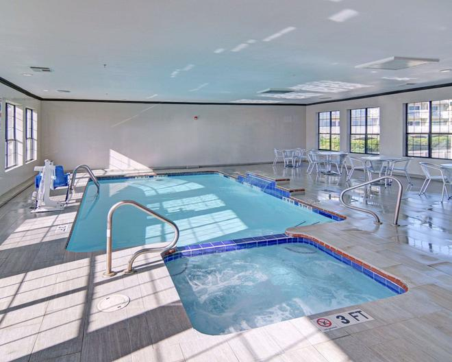 Comfort Inn & Suites Beachfront - Galveston - Pool
