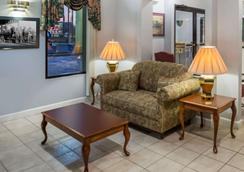 Days Inn by Wyndham Enterprise - Enterprise - Lobby