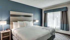 Days Inn & Suites by Wyndham Spokane - Spokane - Soveværelse