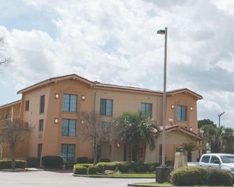La Quinta Inn by Wyndham New Orleans Veterans / Metairie - Metairie - Building