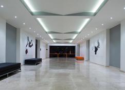 Real Inn Tijuana by Camino Real Hotels - Tijuana - Lobby