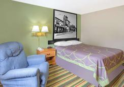 Super 8 by Wyndham Champaign - Champaign - Bedroom