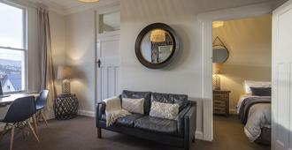 Majestic Mansions - Apartments at St Clair - Dunedin - Living room