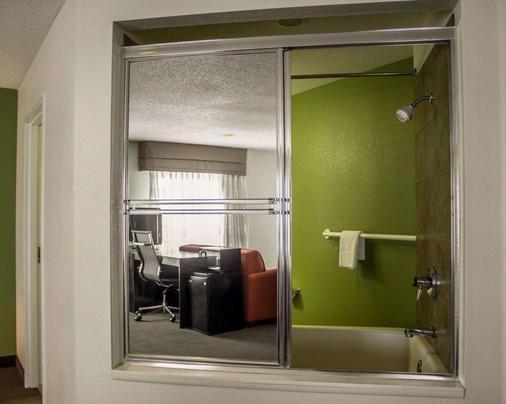Sleep Inn - Sandusky - Bathroom