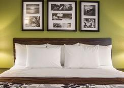 Sleep Inn - Sandusky - Bedroom