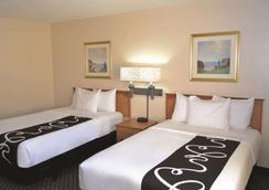 La Quinta Inn & Suites by Wyndham Tampa Fairgrounds - Casino - Tampa - Bedroom