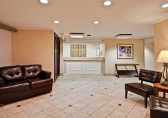 La Quinta Inn & Suites by Wyndham Tampa Fairgrounds - Casino - Tampa - Lobby