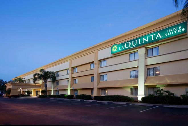 La Quinta Inn & Suites by Wyndham Tampa Fairgrounds - Casino - Tampa - Building