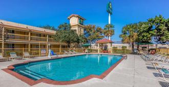 La Quinta Inn by Wyndham San Antonio Vance Jackson - סן אנטוניו - בריכה
