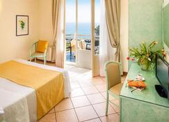Hotel Eden Park - Diano Marina - Camera da letto