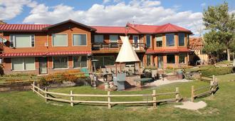 K3 Guest Ranch Bed & Breakfast - Cody - Building