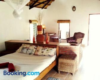 Barefoot Lodge and Safaris - Malawi - Lilongwe - Bedroom
