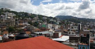 Hostel Enjoy Vallarta 19 - Puerto Vallarta - Näkymät ulkona
