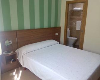 Pension Costiña - Noia - Bedroom