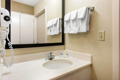 Comfort Inn and Suites near Universal Orlando Resort - Orlando - Bathroom