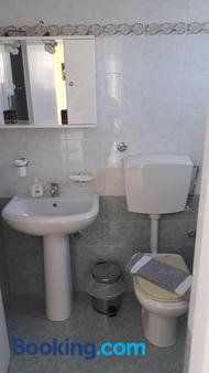 Olympic View Guesthouse - Kalami - Bathroom