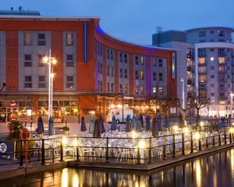 Holiday Inn Express Portsmouth Gunwharf Quays - Portsmouth - Building
