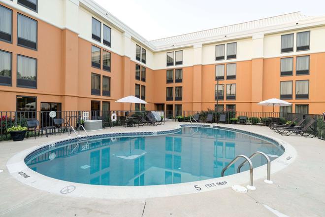 Comfort Inn & Suites Newark - Wilmington - Newark - Bể bơi