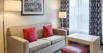 Homewood Suites Mobile Airport-University Area - Mobile - Living room