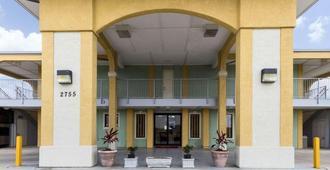 Econo Lodge Inn & Suites Downtown Northeast - San Antonio - Edificio