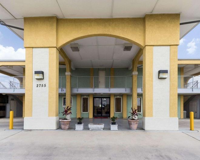 Econo Lodge Inn & Suites Downtown Northeast - Сан-Антонио - Здание