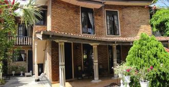 Colombo Lavinia Beach Hostel - Colombo - Toà nhà