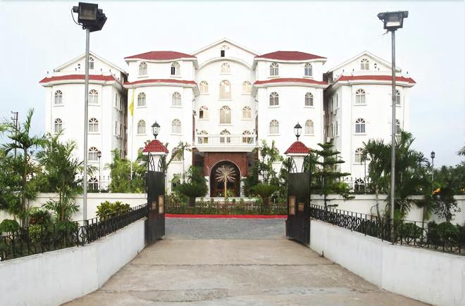 Hotel East Palace - Kolkata - Building