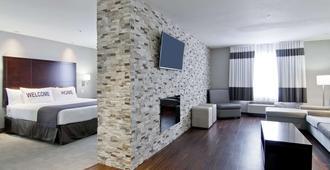 Home Inn and Suites Regina Airport - רגינה