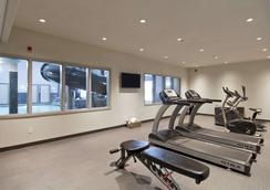 Home Inn and Suites Regina Airport - Regina - Gym