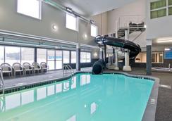Home Inn and Suites Regina Airport - Regina - Bể bơi