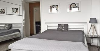 Modern living between City, Airport & Fair - Düsseldorf - Bedroom