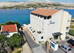 Hotel Plaza - Pag - Building