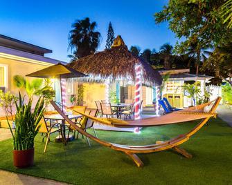 Seashell Motel and International Hostel - Cayo Hueso - Patio
