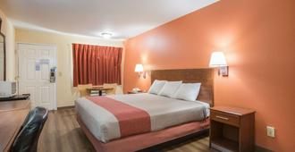 Rodeway Inn & Suites - Macon - Phòng ngủ