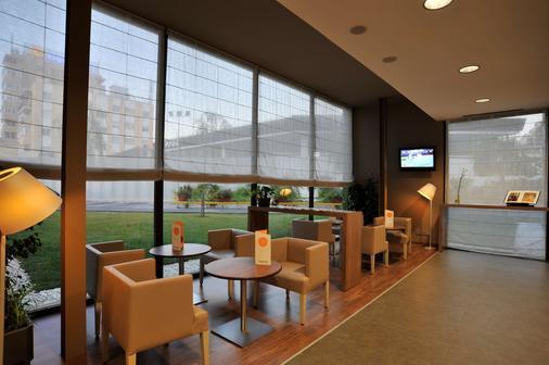 馬拉加機場鐘樓酒店 - 馬拉加 - 馬拉加 - 酒吧