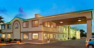 Days Inn by Wyndham San Antonio Airport - San Antonio