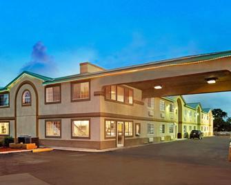 Days Inn by Wyndham San Antonio Airport - San Antonio - Building