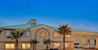 Days Inn by Wyndham San Antonio Airport - סן אנטוניו - בניין
