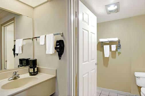 Days Inn by Wyndham San Antonio Airport - San Antonio - Phòng tắm