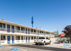 Motel 6 Reno - Virginia Plumb - Reno - Building