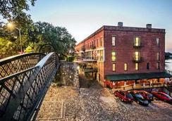 River Street Inn - Savannah - Building