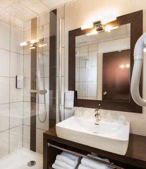 Campanile Reims Centre - Cathedrale - Reims - Bathroom