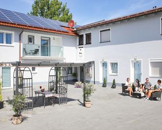 Sunny Hotel - Aiterhofen - Edificio