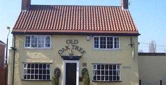 Old Oak Tree - Thirsk - Building