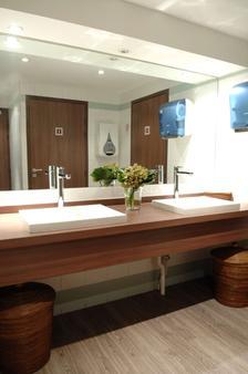 Best Western Hotel du Pont Wilson - Lyon - Bathroom