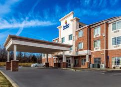 Comfort Inn and Suites Dayton North - Dayton - Building